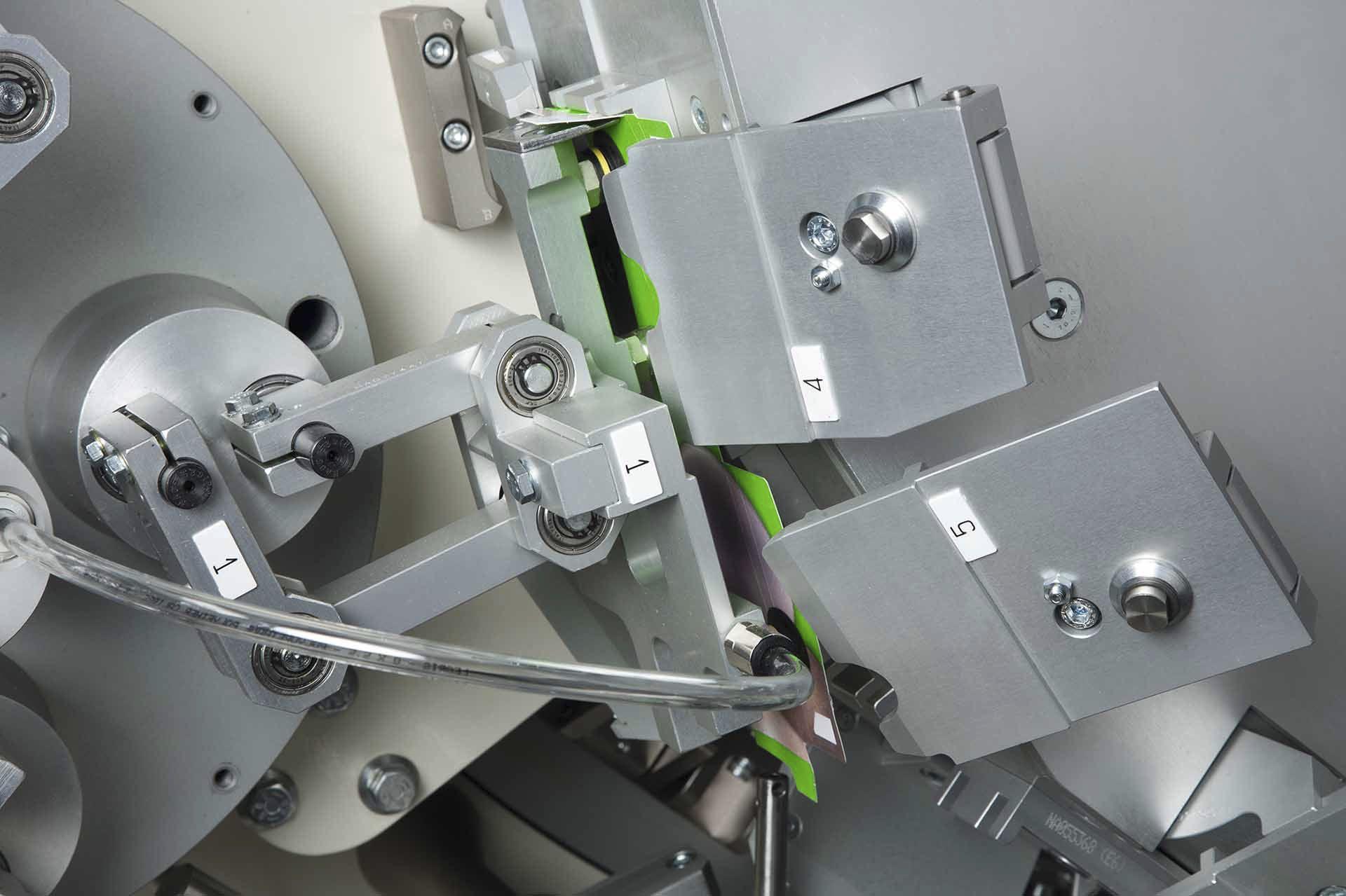 6672bb48ffc Inscatolatrice automatica   continua   orizzontale   rotativa ...