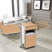 Comodino con rotelle / con tavolino servitore integrato