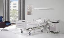 Letto per ospedale / elettrico / ad altezza regolabile / con rotelle