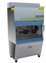 Postazione di sicurezza microbiologica classe III / per l'industria farmaceutica / da terra / con filtro HEPA