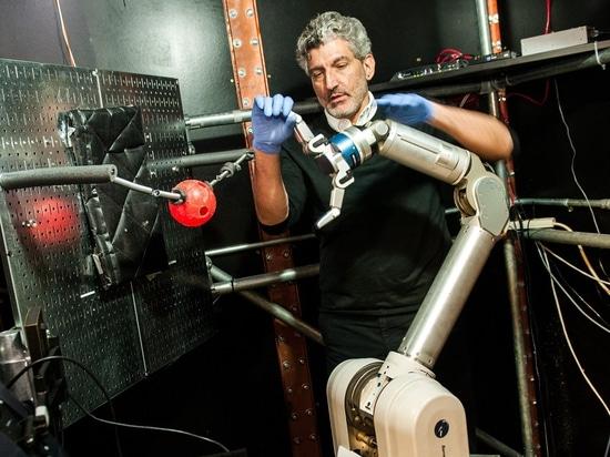 Gli amputati possono imparare controllare un braccio robot con le loro menti