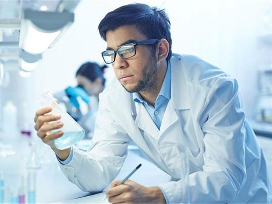 I chimici russi fanno la nuova scoperta in avanzamento di materiale dentario