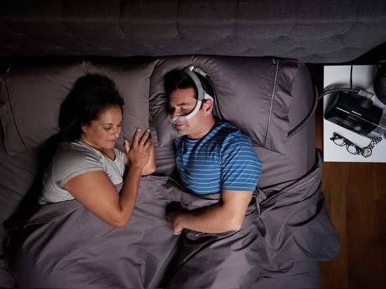 ResMed libera la sua prima maschera superiora-ofHead di CPAP per le traversine dello stomaco e del lato