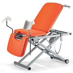 lettino per visita ginecologica / elettrico / ad altezza regolabile / con rotelle