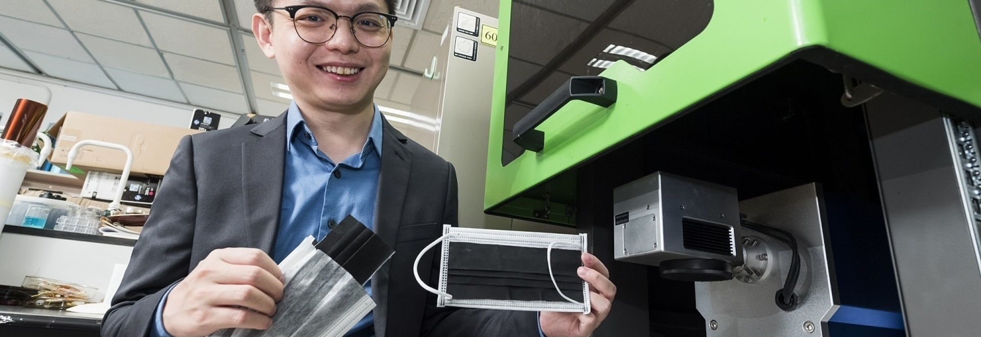 Gli scienziati della City University di Hong Kong hanno utilizzato il grafene per sviluppare una maschera facciale antibatterica che ha il potenziale per combattere Covid-19 in modo rapido, economi...