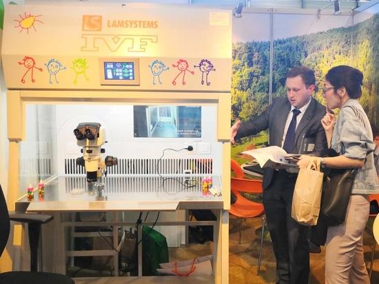 Era la prima volta che un distributore esclusivo di LAMSYSTEMS, BMT Ltd, partecipava ad una conferenza di tale livello. Una stazione di lavoro LAMSYSTEMS IVF Workstation con flusso laminare è stata...