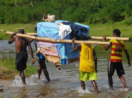 Consegna di attrezzature per la catena del freddo dei vaccini in Madagascar