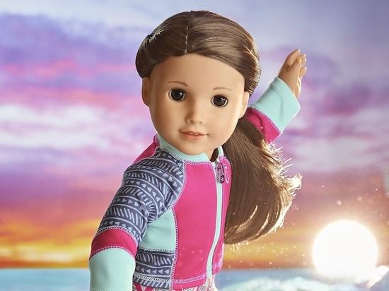 La Mattel lancia la prima bambola americana disabile per la consapevolezza della perdita dell'udito, mentre la Mattel lancia la prima bambola americana disabile