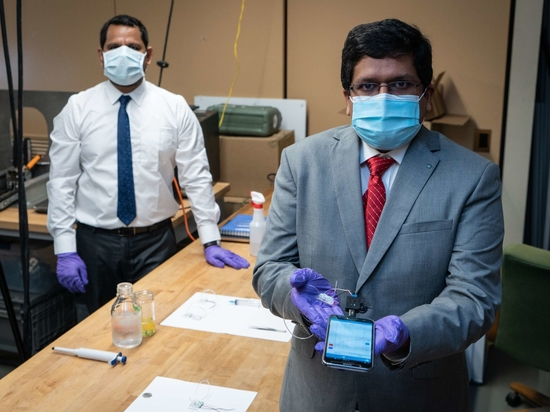 I ricercatori di Carnegie Mellon Azahar Ali e Rahul Panat.