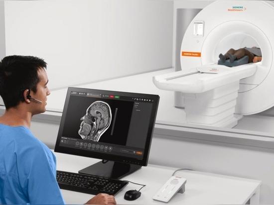 Siemens Healthineers si muove in nuovi campi clinici con la sua risonanza magnetica a corpo intero più piccola e leggera.